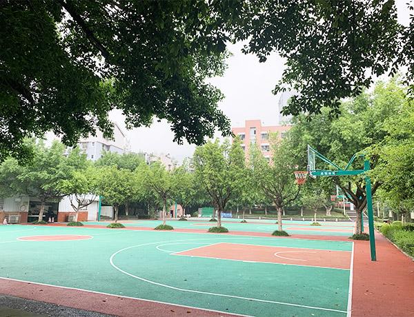 北碚区职教中心塑胶篮球场